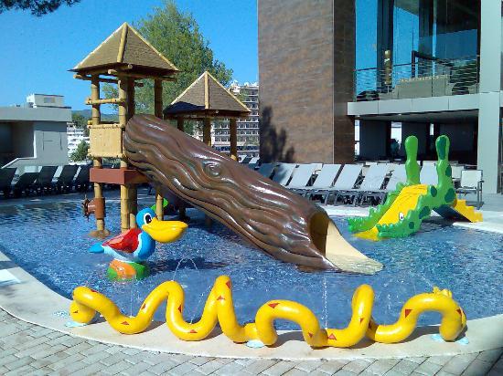 Hospedaje en hoteles con ni os - Hotel piscina toboganes para ninos ...
